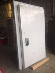 Двери для холодильных камер В наличии 200 штук